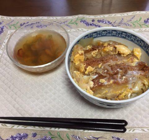カツ丼とスープ